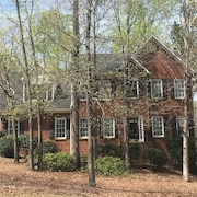 Traditional House, Historic Cartersville - 4 Bedrooms - 8 Guests - Entire Place
