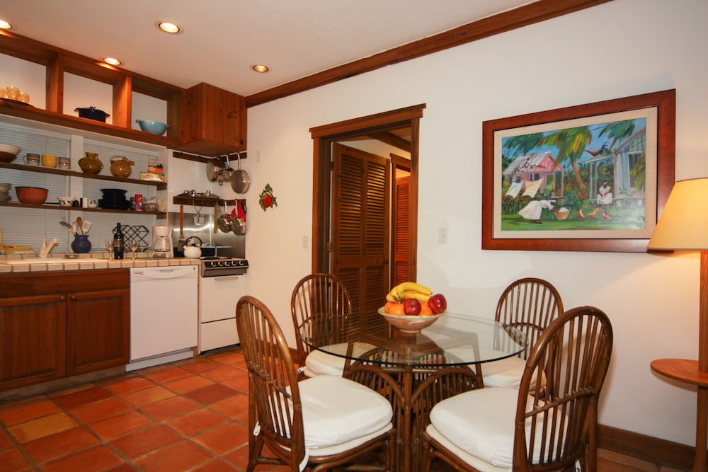 Private Kitchen, Hidden Beach Unit 1. The Perfect Place to Stay in Key West for Less