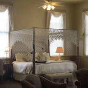 Romantic Boutique Hotel / Bed and Breakfast - Schoolhouse Suite
