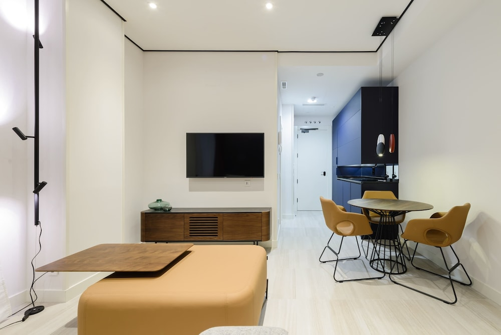 Living Area, SmartRental Collection Gran Via Centric