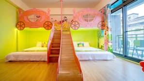 設計每間自成一格、家具佈置各有特色、書桌、嬰兒床 (收費)