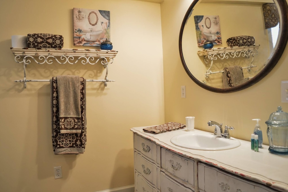Bathroom, Charming Victorian Style Cottage
