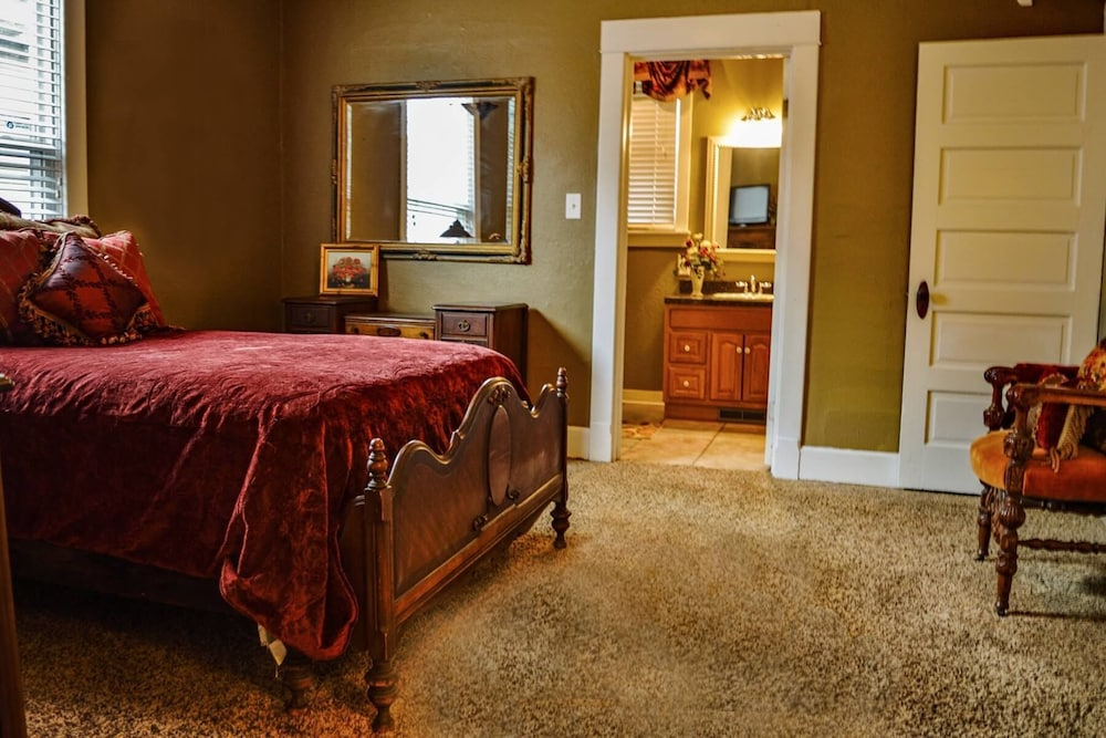 Room, Charming Victorian Style Cottage
