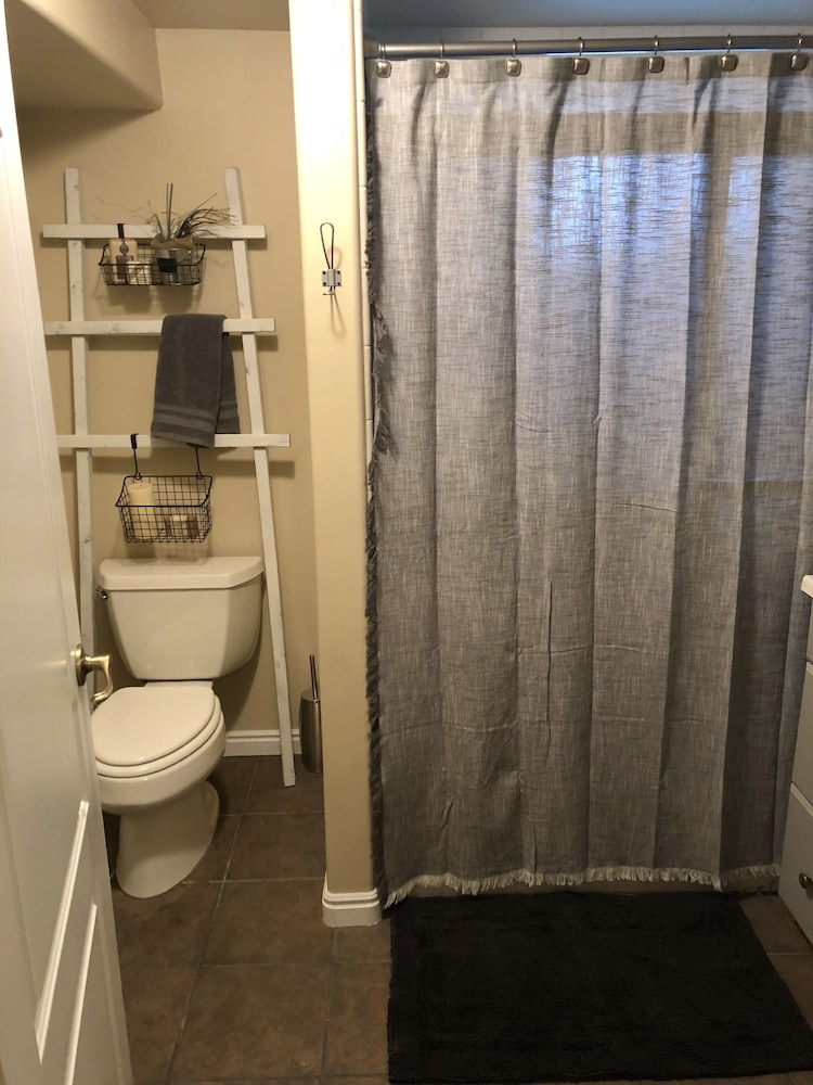 Bathroom, Beautiful, Cozy Sandy Home!! Amazing Locationski Resorts and Much More!!