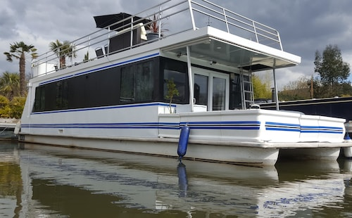 American Floating Home With hot tub & Terrace, Hampton Court Riverscapes