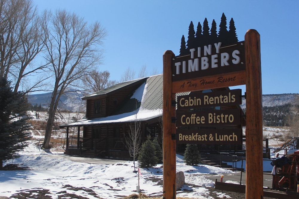 Exterior, Gorgeous Newly Remodeled Log Cabin at Tiny Timbers Resort!