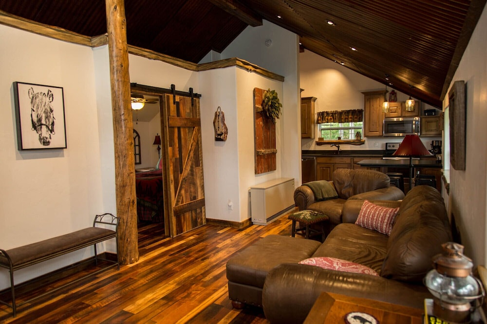 Featured Image, Gorgeous Newly Remodeled Log Cabin at Tiny Timbers Resort!