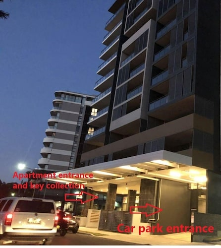 Modern Design 3 Bedrooms Apartment-walk to Airport