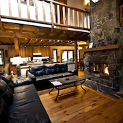 Gorgeous Log Lodge on 10 Acres--huge Fireplace--borders State Forest--hot Tub!