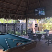 Laurel House Miami, Large Pool, BBQ & Tiki - Close to Mia, Cruise Port & Beaches