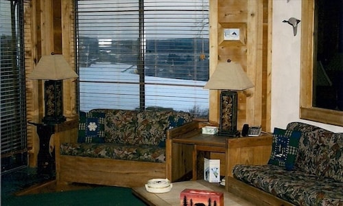 Bullwinkles Condo - Ski-in/ski-out - in Main Lodge Area - Seven Springs Villages