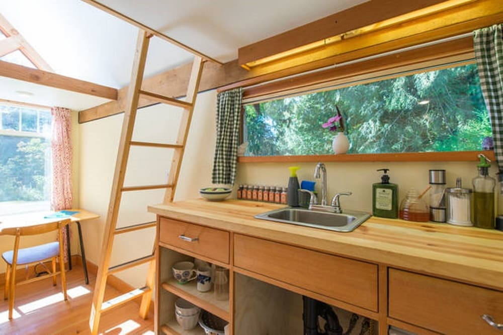 Private Kitchen, The Micro Cabin In Roberts Creek - 2 Minutes From the Beach!