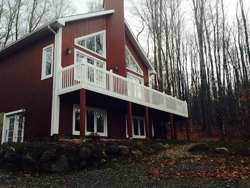 Luxury Mont Tremblant Chalet - Stunning Acreage 5 Mins To Hill!