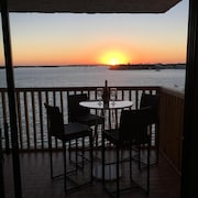 Waterfront Property: Wake-up in Paradise Viewing Spectacular Sunrises