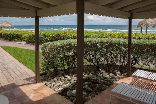 Oceanfront Villa Step out the Front Door and You're on the Beach! Villa D