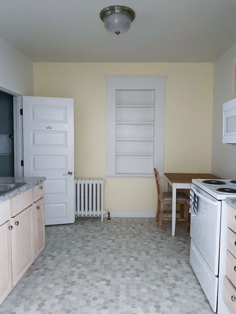 Private Kitchen, The Bayview Motel