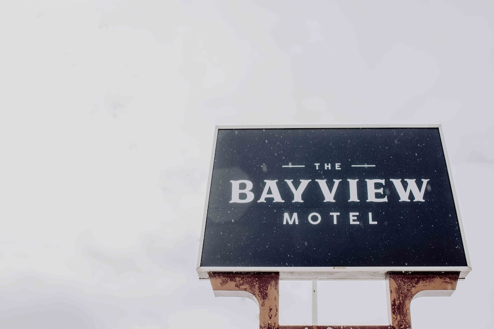 Exterior, The Bayview Motel