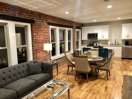 Luxury Canal District Loft Walking Distance to Everything!