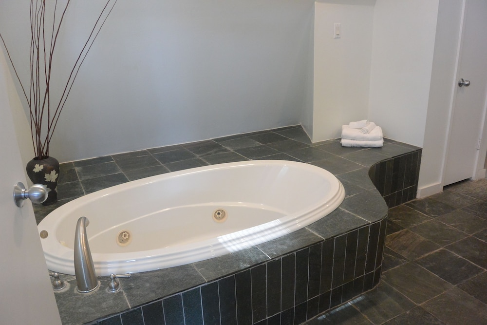 Deep Soaking Bathtub, Modern B & B