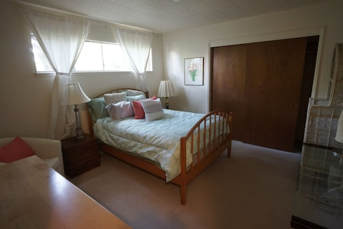 Quiet 1 Bedroom Walking Distance From UC Berkeley!