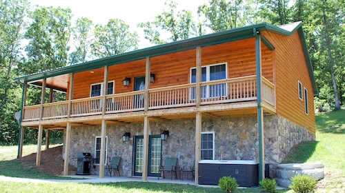 Amazing Mountain Views! Perfect for Couples & Small Groups! Mid-week Specials!