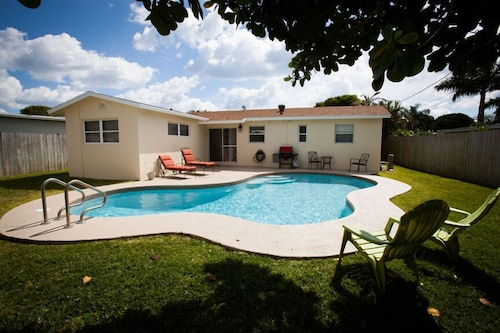 Spacious 3/2 Private Home With Pool Located 1 Block From Dreher Park