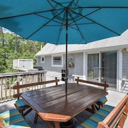 #302: Beautifully Updated Home Near the Best Oceanside Beaches, Dog Friendly!