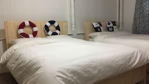 3 間臥室、羽絨被、設計每間自成一格、家具佈置各有特色
