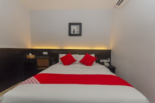OYO 574 RS Boutique Hotel