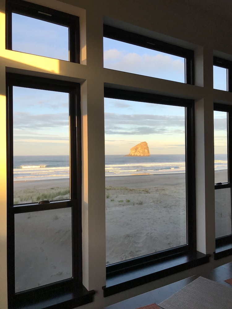 , Contemporary Ocean Front Home in Pacific City