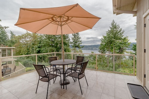 Scenic Lake View Guest House in Bellevue-a1