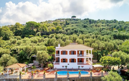 Villa Sara - Stunning sea View With Private Swimming Pool