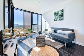 Luxe Living in Fortitude Valley with Pool & Gym