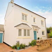 Contemporary Holiday Home, Central St Merryn