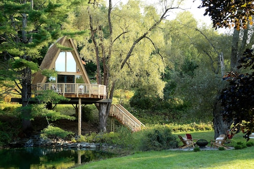 Great Place to stay Treehouse Village Inn near Newfane