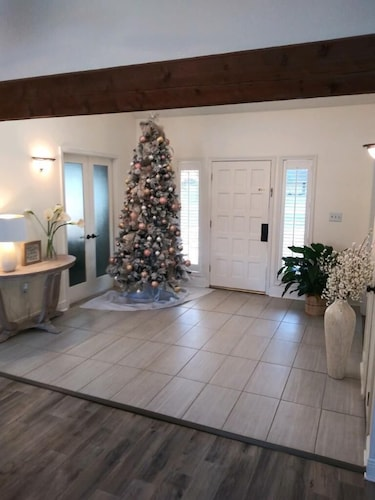 , Beautiful Executive Estate Only 20 Minutes From New Orleans