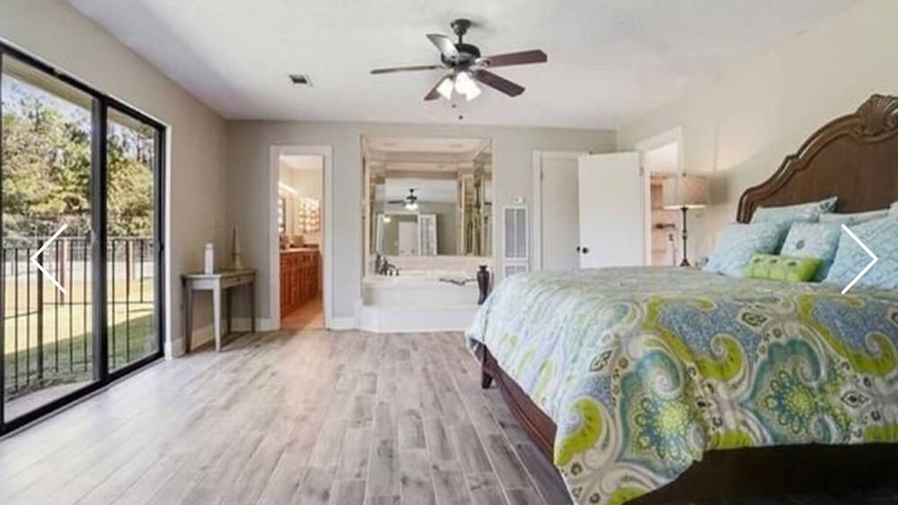 Room, Beautiful Executive Estate Only 20 Minutes From New Orleans