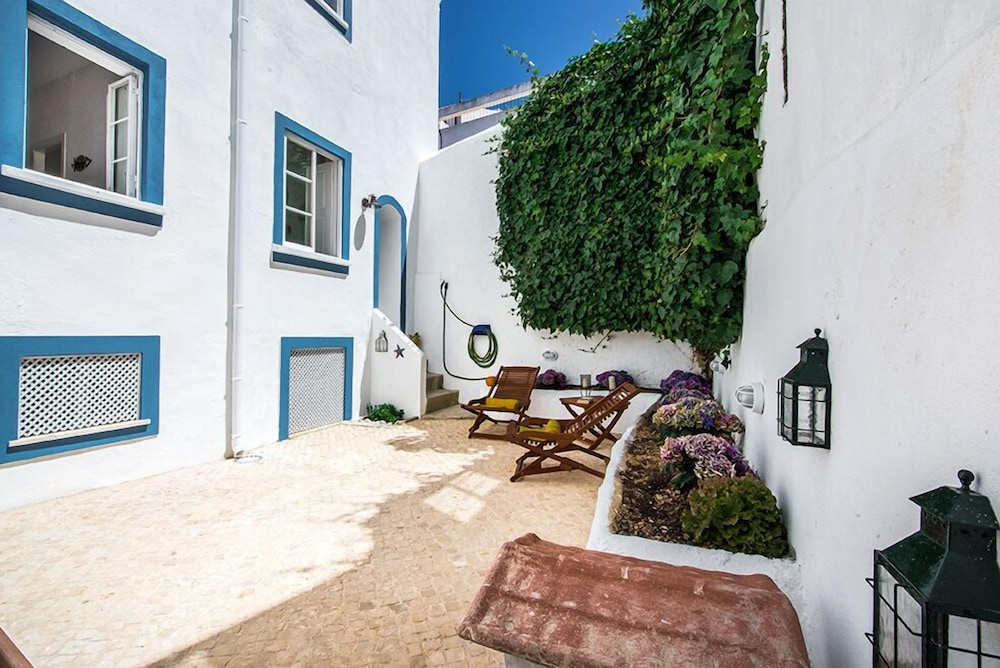 Lagos Old Town Unique Townhouse With Large Private Patio 2