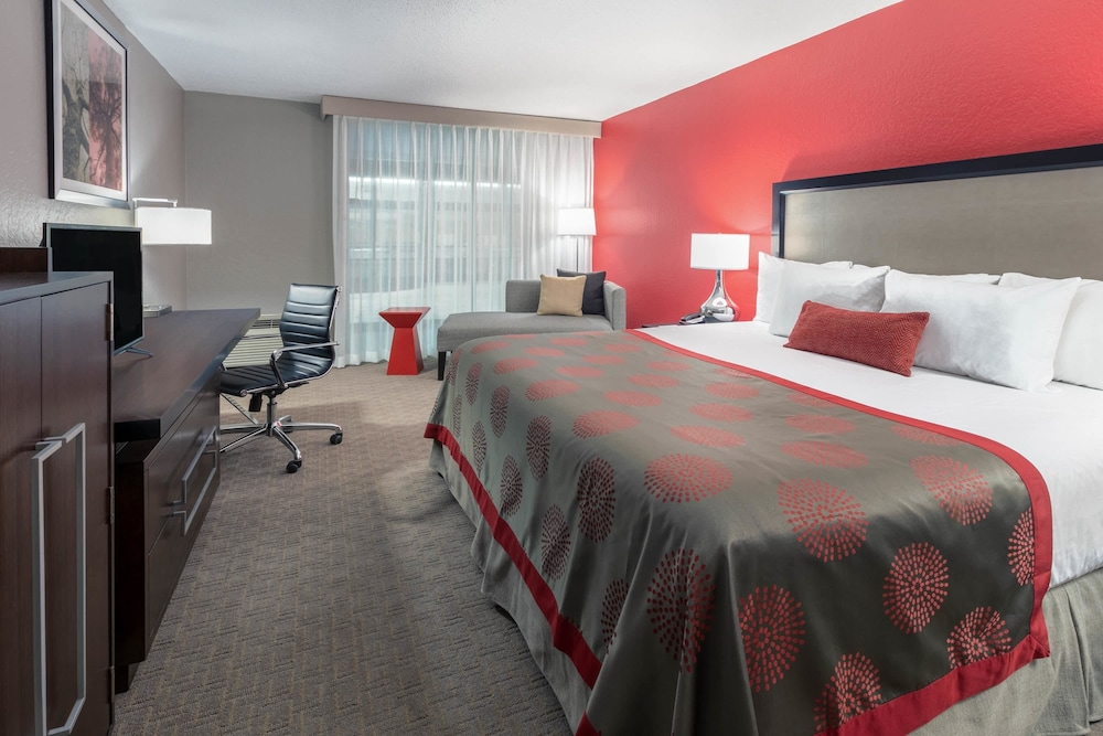 Room, Ramada by Wyndham Texarkana