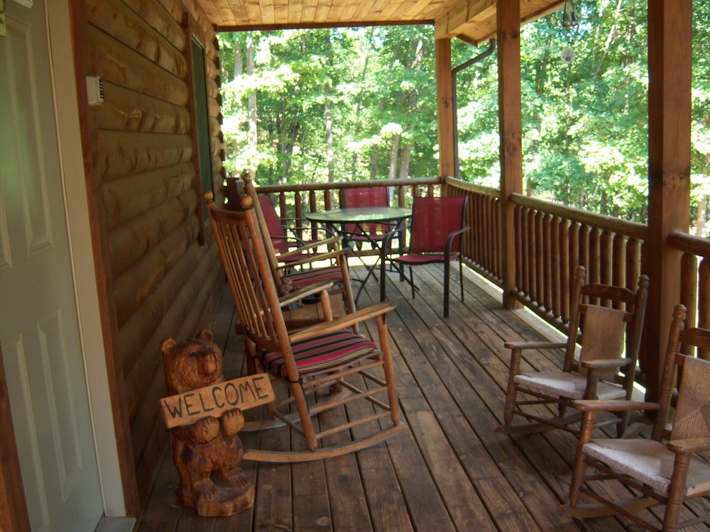 Log Cabin For Couples And Family In The Shenandoah Valley 10