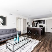 208 Reagan · Stylish Apartment Close to all the Hotspots