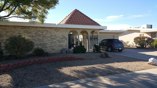 Great Place to stay Home for Snowbirds and Family Fun in the Sun! near Sun City