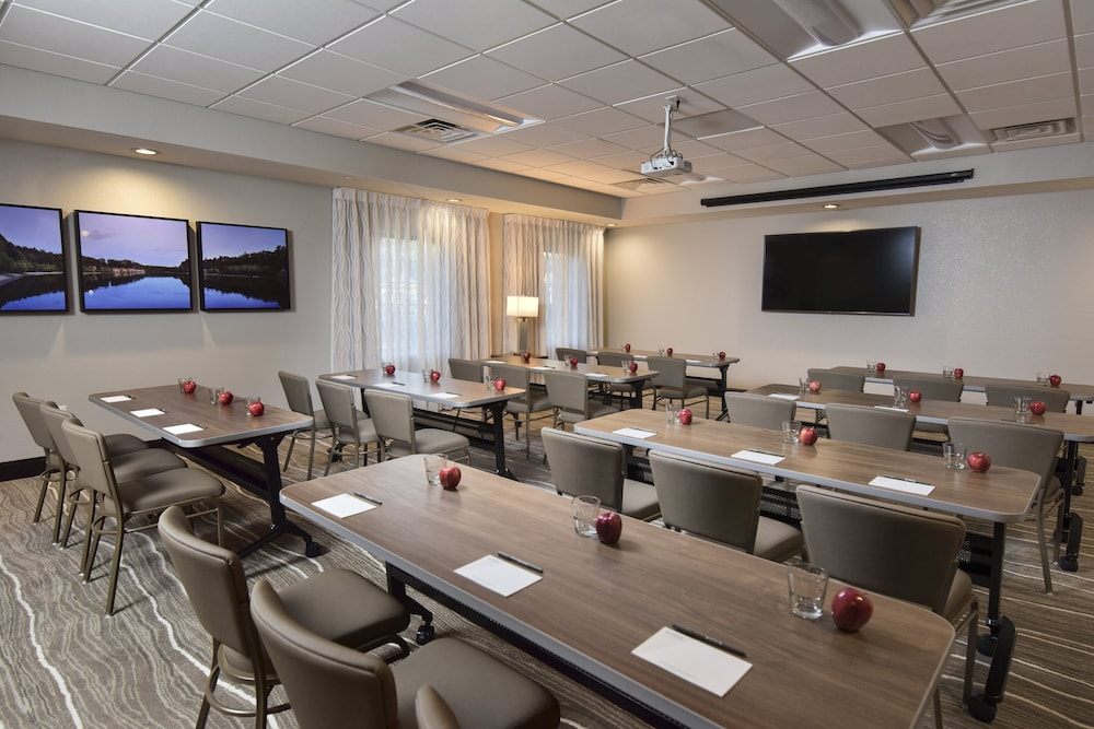 Meeting Facility, Staybridge Suites Wisconsin Dells - Lake Delton, an IHG Hotel