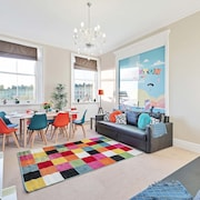 Grand Seaview Apartment - Direct Sea views - 10 mins to Pier