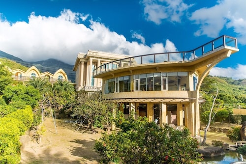 Whales Mountain & Seaview Resort