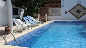 Seasonal outdoor pool, open 9:00 AM to 1:00 PM, pool umbrellas