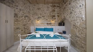4 bedrooms, Egyptian cotton sheets, premium bedding