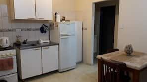 Full-size fridge, oven, stovetop, cookware/dishes/utensils