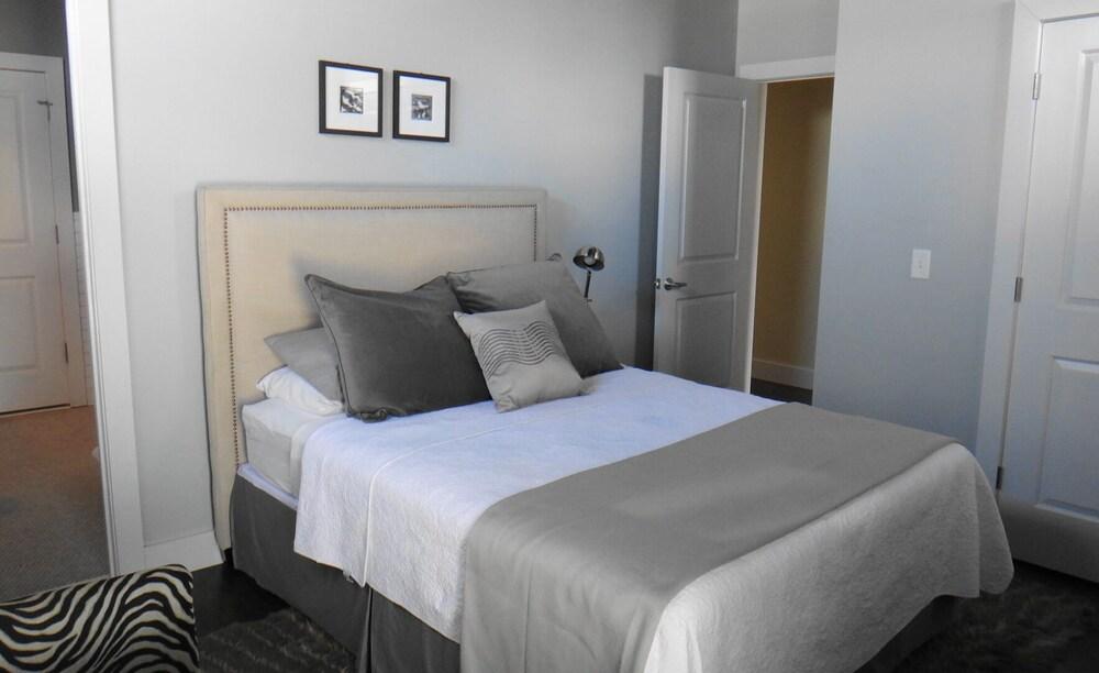 Hotel room hotness