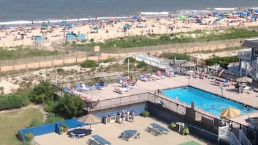 Oceanfront - Pool open thru 9/30 - Free WiFi - HDTV - Sleeps 4